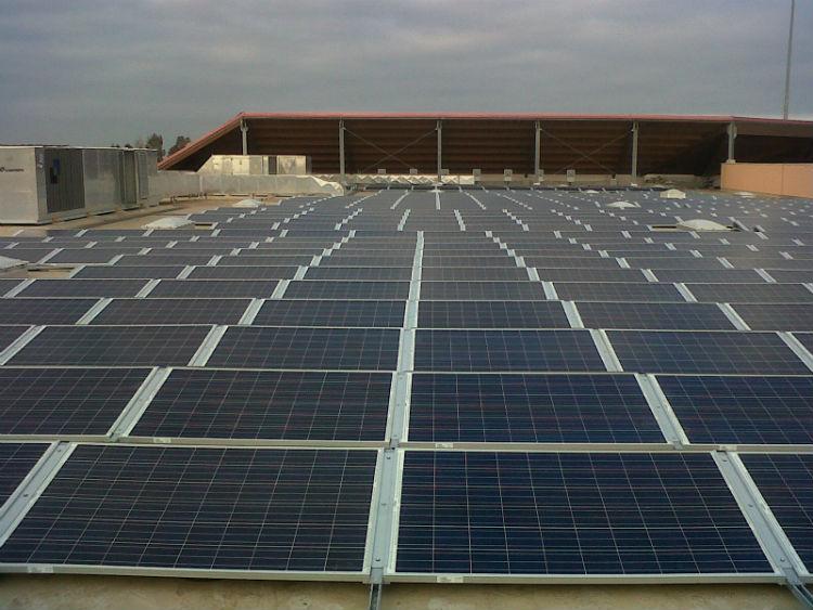 Moduli tetto piano | impianto fotovoltaico Auchan Casamassima Bari, Puglia