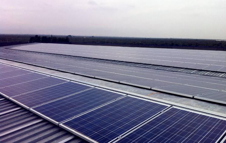Copertura capannoni fotovoltaico tetto solare a falda evonat - Copertura a tetto ...